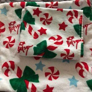 BNWT Betsey Johnson Holiday Towel Set